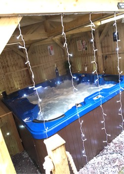 8ft x 8ft Plastic Hot Tub Base under Tahiti Spa 4