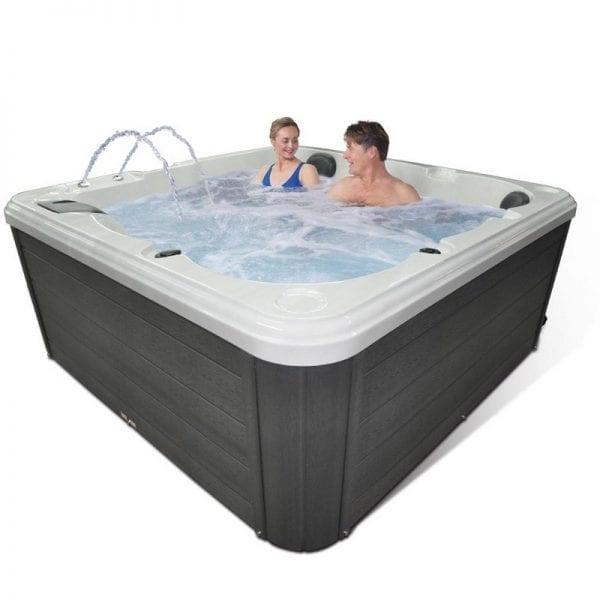 Wyndham Hot Tub - Lifestyle